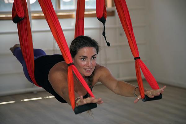 Claudia Romero es una de las profesoras, practica yoga desde hace 12 años y desde hace seis es instructora.