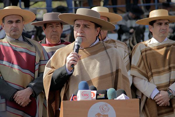 Alcalde Olavarría aseguró que la prohibición daña las tradiciones chilenas. Foto: Chicureo Hoy.