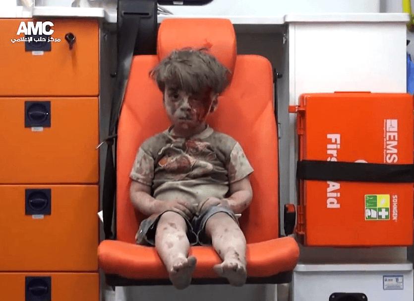 Omran fue rescatado hace unas semanas en Siria