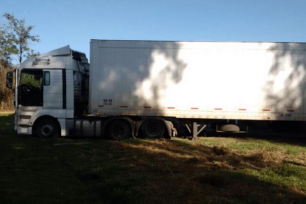 Camión sustraído desde Transportes de camiones Sán Cristóbal Ltda. en San Bernardo. Foto: Carabineros de Chicureo.