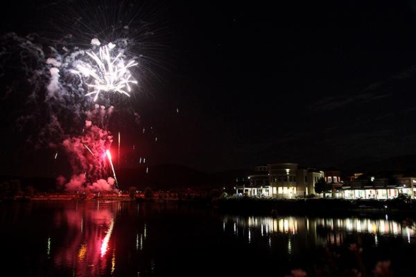 Esta Noche Celebra Ano Nuevo Con Show De Fuegos Artificiales En