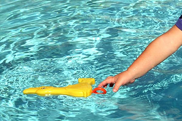 Lactante cae a piscina en condominio de chicureo for Descuidos en la piscina