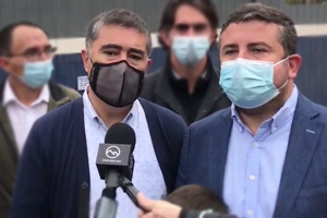 Mario Desbordes acompañó a Torres a votar el día de las elecciones municipales en Colina